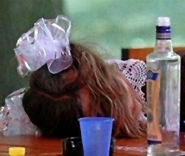 Пьяные голые на выпускном 27 фотография