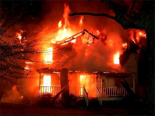 В массе миллионов садовых участков отдельные случаи пожаров остаются незаметны.