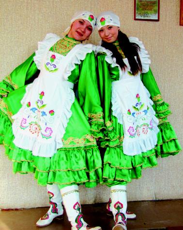 Радуют глаз татарские, киргизские костюмы, которые передают неповторимый национальный колорит.